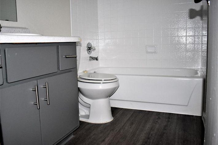 2x1 bath 4.jpg