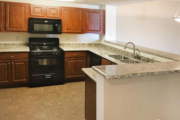 1302 Kitchen.jpg