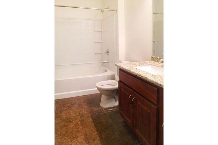 5204 Bathroom.jpg