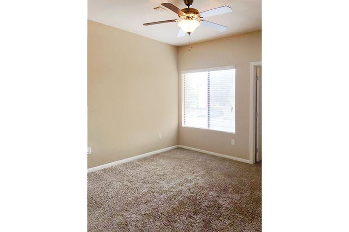 5204 Bedroom.jpg
