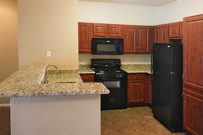 5204 Kitchen.jpg