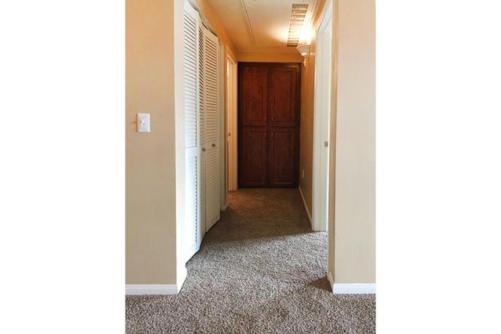 5204 hallway.jpg