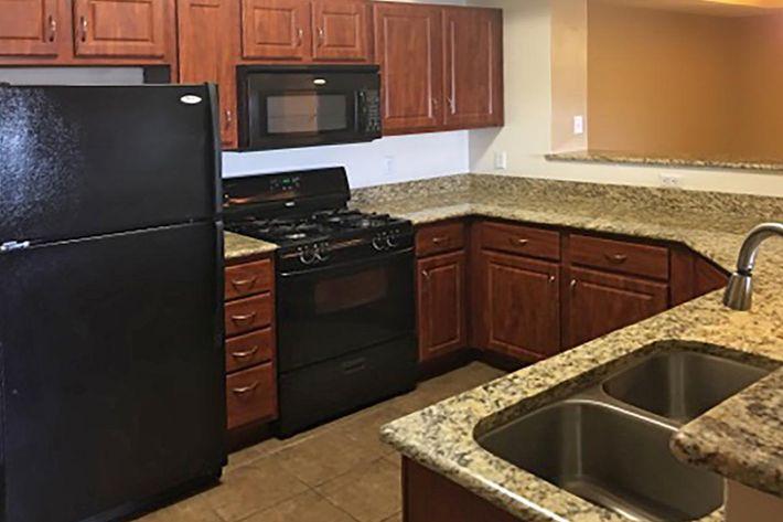 6211 Kitchen.jpg