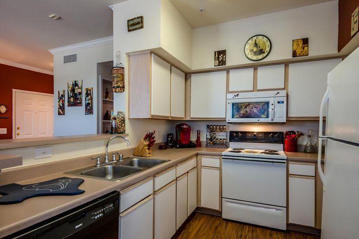 Model_Unit_Kitchen01.jpg