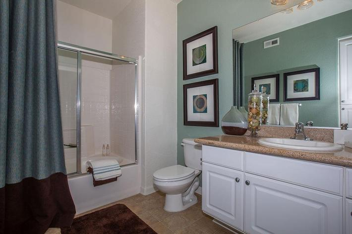 04d Master bathroom.jpg