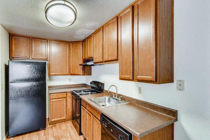 deluxe 1bd kitchen.jpg