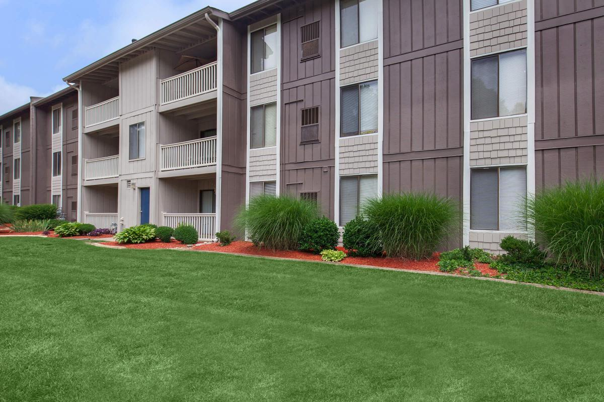 SPACOUS 1, 2, AND 3 BEDROOM APARTMENTS FOR RENT