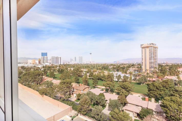 MARK 1 APARTMENTS IN LAS VEGAS HAS AMAZING VIEWS AVAILABLE