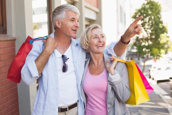 Senior Couple Shopping-817838868.jpg