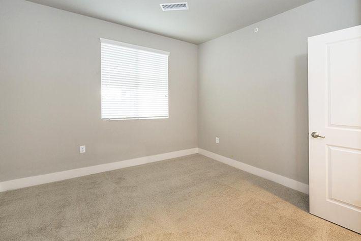 B3 guest bedroom.JPG