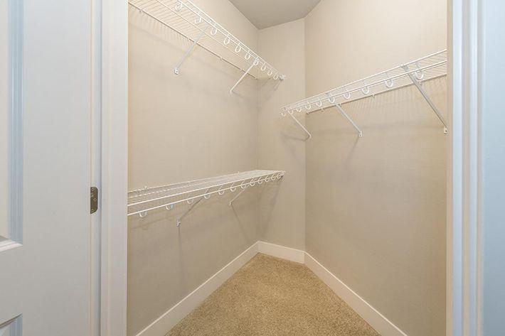 B3 guest walkin closet.jpg