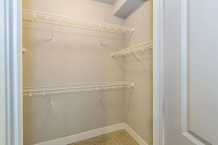 B1 master closet.JPG