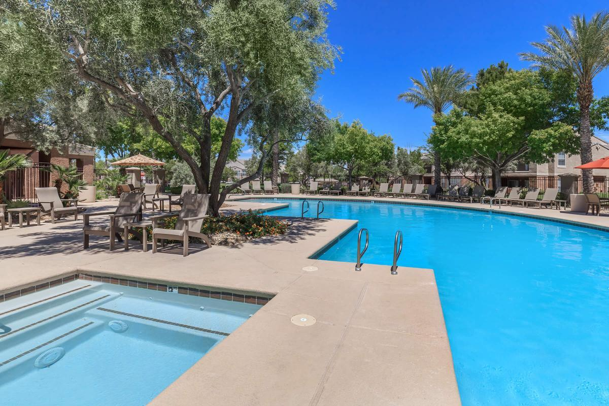 RESORT-STYLE POOL AND HYDROTHERAPY SPA