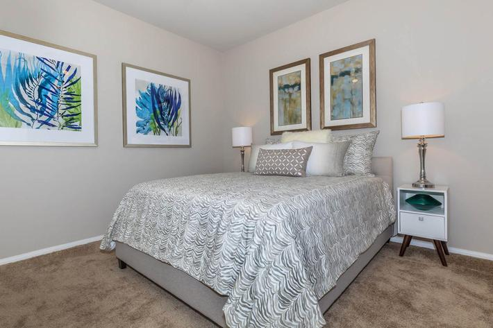 COMFORTABLE BEDROOM AT THE SUMMIT AT SUNRIDGE APARTMENTS