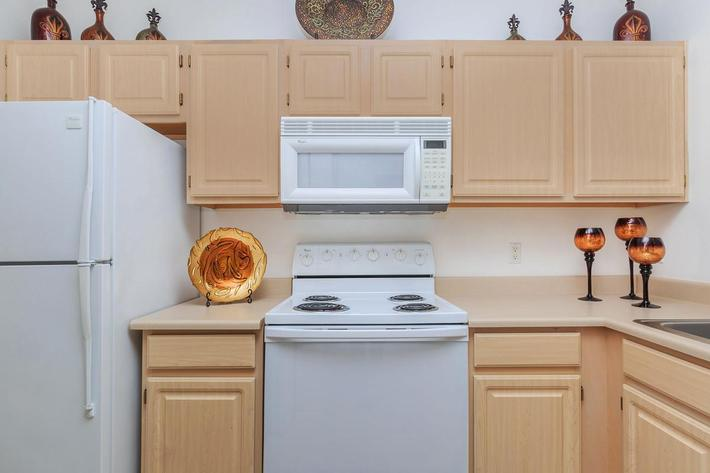GOURMET KITCHEN IN THE SUMMIT AT SUNRIDGE APARTMENTS IN HENDERSON