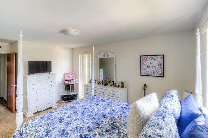 1BR-7-bedroom2.jpg