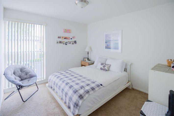 3br-8-bedroom3.jpg