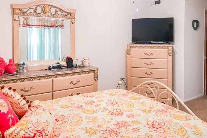 22-7-bedroom2.jpg