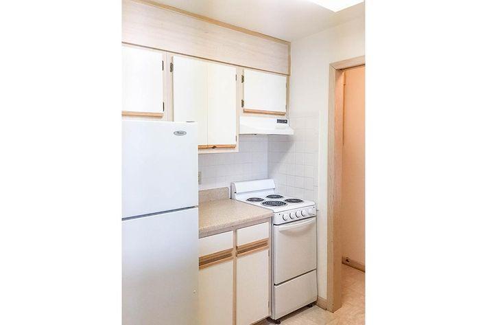 1BR Kitchen.jpeg