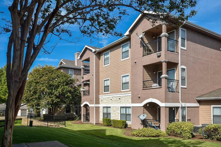 The Vineyards Apartments in Frisco, TX - Exterior 26.jpg