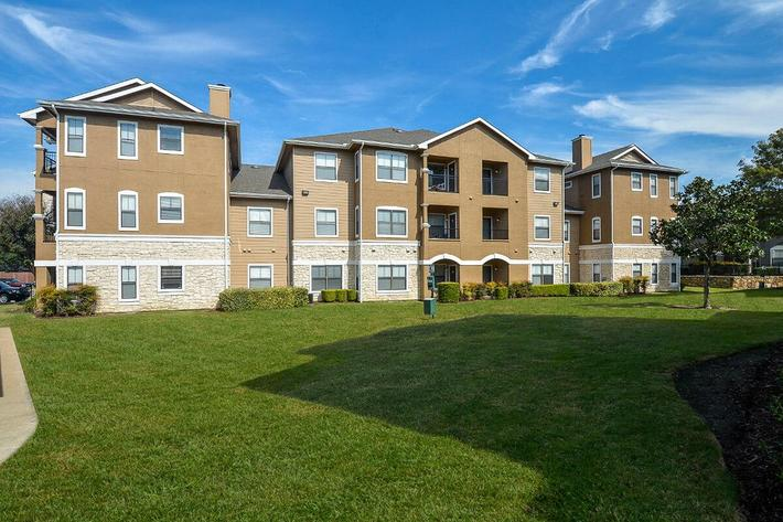 The Vineyards Apartments in Frisco, TX - Exterior 33.jpg