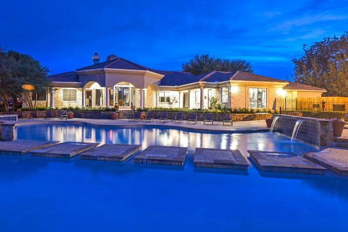 The Vineyards Apartments in Frisco, TX - Swimming Pool 11.jpg
