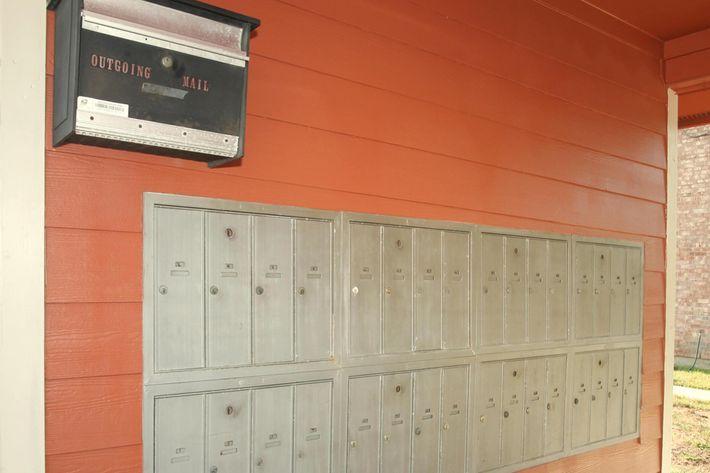 IMG_1213_The Regency Apts_Mail Center.JPG