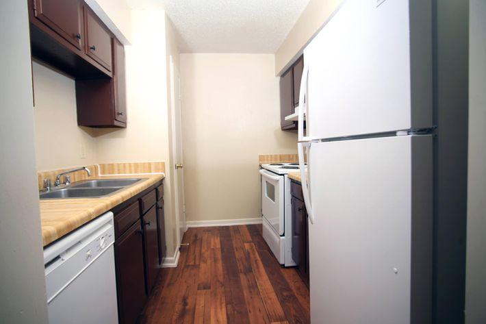 IMG_1046_The Regency Apartments_2 Bed_1 Bath_Kitchen.JPG