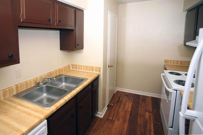 IMG_1047_The Regency Apartments_Kitchen.JPG