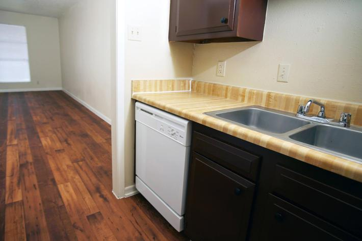 IMG_1053_The Regency Apartments_Kitchen_2.JPG