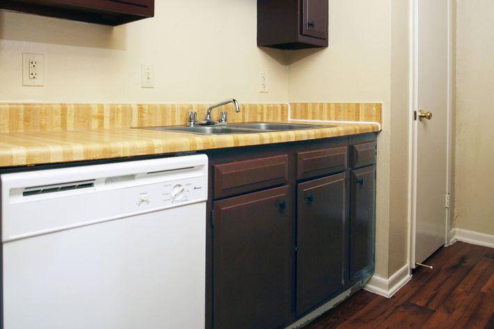 IMG_1054_The Regency Apartments_Kitchen 3.JPG