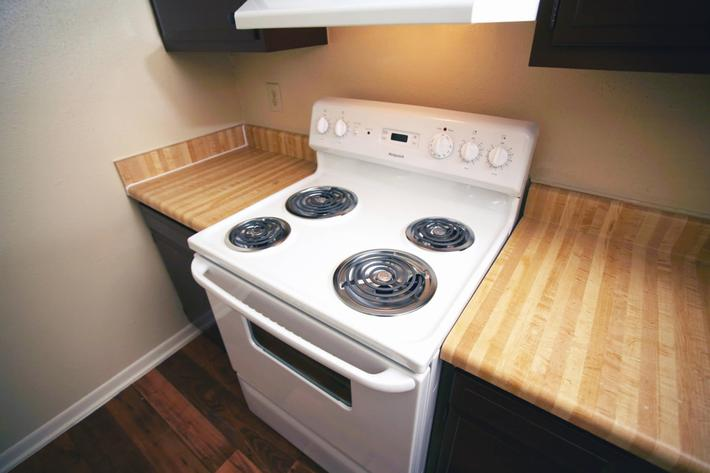 IMG_1055_The Regency Apartments_Kitchen_4.JPG