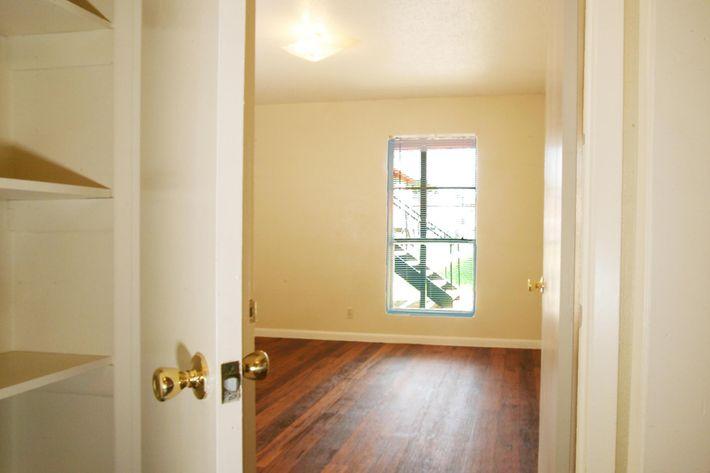 IMG_1093_The Regency Apartments_Linen_Bedroom.jpg
