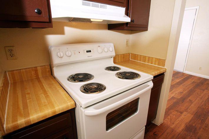 IMG_1124_The Regency Apartments_New Appliances.JPG