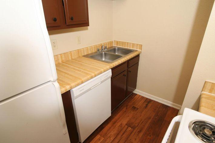 IMG_1128_The Regency Apartments_Kitchen_4.JPG