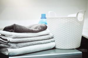 Laundry basket & towels -888097624.jpg