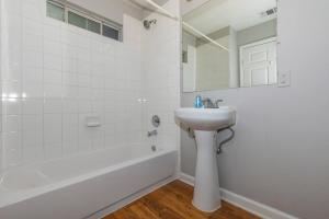 PRISTINE BATHROOM IN ONE BEDROOM