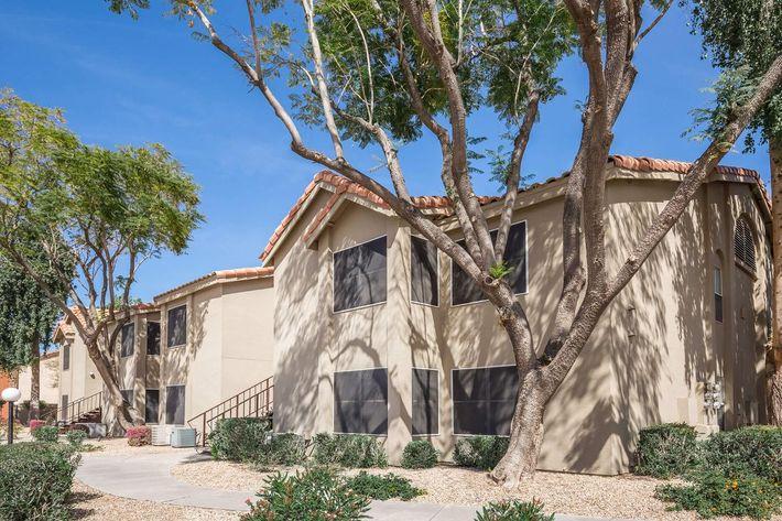 Apartment home community in Phoenix, AZ