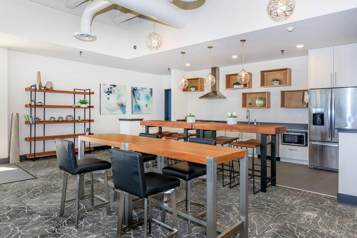 GREAT SPACE FOR ENTERTAINING