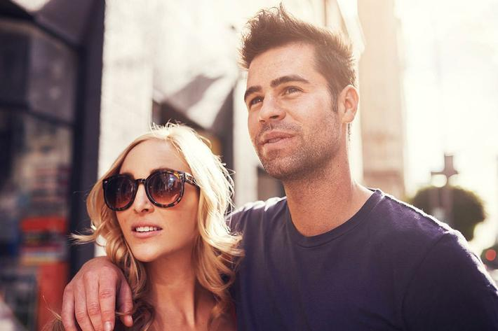 neighborhood-shopping-couple2.jpg