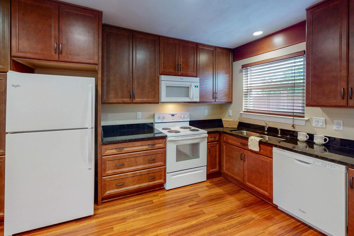 Lake-Bradford-2BR-The-Bayview-Kitchen.jpg