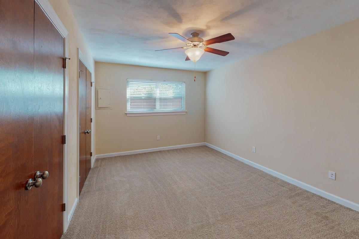 Lake-Bradford-2BR-The-Bayview-Unfurnished(2).jpg