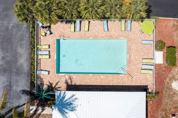 wild-pines---residential-naples-fl-1st-pool (2).jpg