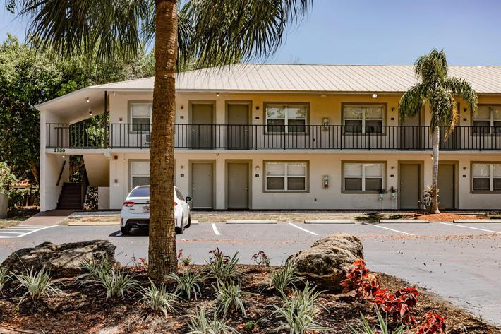 wild-pines---residential-naples-fl-building-photo (12).jpg