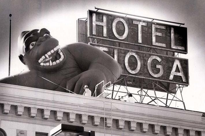 2006.44.65.inflatable.King.Kong.next.to.Hotel.Tioga.sign..1986.JPG.JPG
