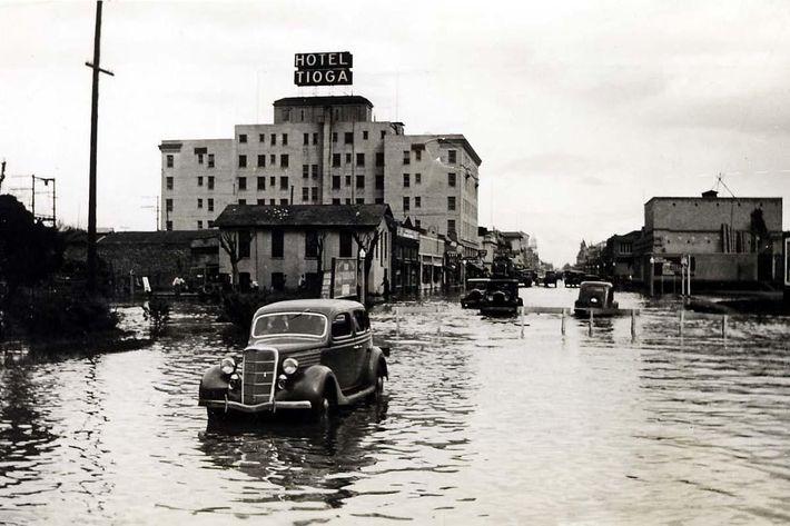 84.63.55.Merced.flood..1935..Main.Street.looking.east.jpg.jpg