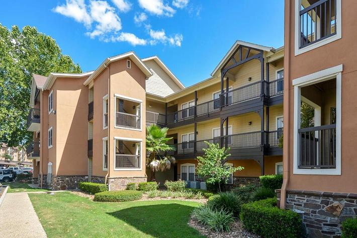 Westshore Colony Apartments in New Braunfels, TX - Exterior 20.jpg