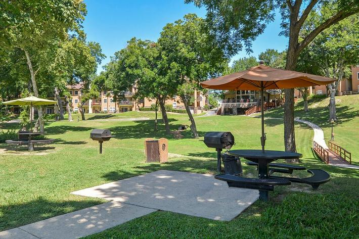 Westshore Colony Apartments in New Braunfels, TX - Picnic Area 01.jpg