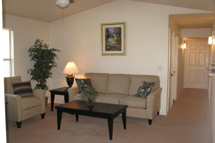 Livingroom w furniture.JPG