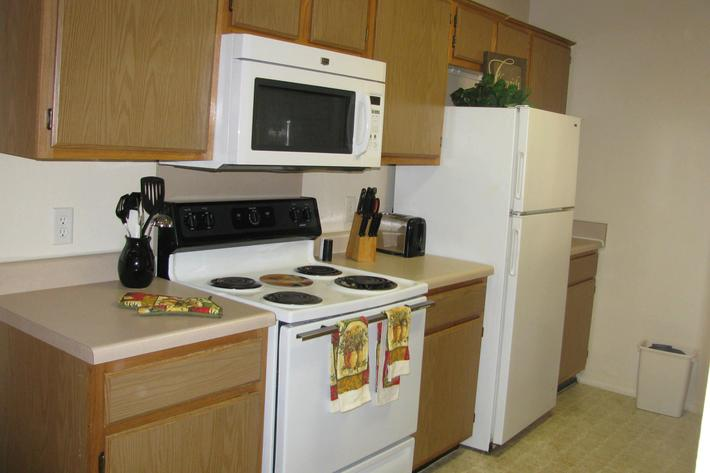 kitchen w towels.JPG